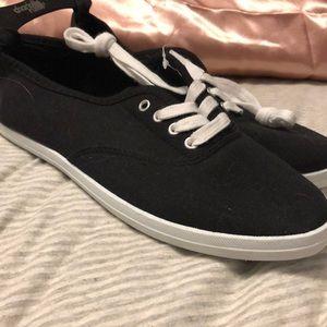 Black canvas tennis shoes